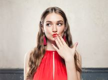 Härlig förvånad modemodell Woman Royaltyfri Bild