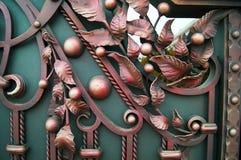 Härlig falsk metallport i färg Royaltyfri Foto