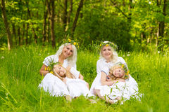 härlig familj Arkivbilder