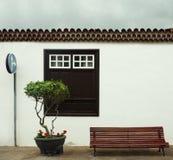 Härlig fasad av ett typisk litet hus i Garachico, kanariefågelöar Arkivbilder