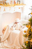 Härlig ferie dekorerat rum med julgranen Royaltyfri Bild