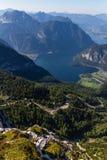 Härlig fjällängsikt från det Dachstein berget, 5 fingrar som beskådar plattformen, Österrike Arkivbild