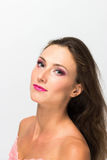 härlig flicka bakgrund isolerad white perfekt hud Härlig le flicka Royaltyfri Foto