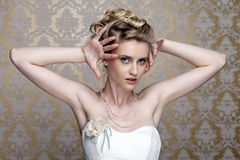Härlig flicka i bilden av bruden royaltyfria bilder