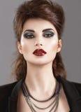 Härlig flicka i den gotiska stilen med ljust Arkivbild