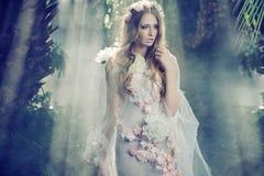 Härlig flicka i djungeln royaltyfria foton