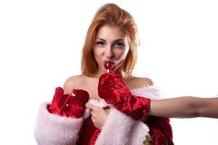 Härlig flicka i dräkt av Santa Claus royaltyfri foto