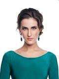 Härlig flicka i en blå klänningstående Royaltyfri Fotografi