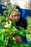 Härlig flicka i en blåttklänning Arkivfoto