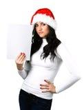 Härlig flicka i en Santa Claus hatt med en rengöring Royaltyfri Bild