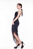 Härlig flicka i en svart klänning Royaltyfri Foto