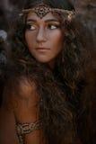 Härlig flicka i etniska smycken Arkivfoton