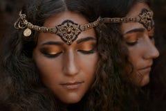Härlig flicka i etniska smycken Royaltyfri Foto