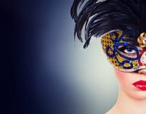 Härlig flicka i karnevalmaskering Arkivfoto