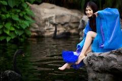 Härlig flicka i kinesisk forntida klänning Royaltyfria Foton