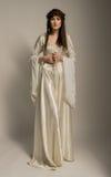 Härlig flicka i medeltida härlig klänning Fotografering för Bildbyråer