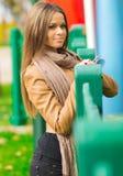Härlig flicka i parkera Arkivfoto