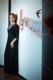 Härlig flicka i retro klänning Arkivbild