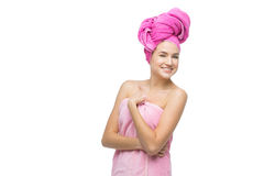 Härlig flicka i rosa handduk Royaltyfri Fotografi