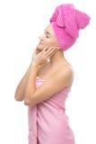 Härlig flicka i rosa handduk Arkivbild