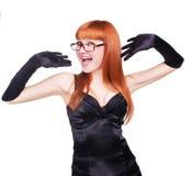 Härlig flicka i svarta leenden för en klänning Arkivbild