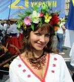 Härlig flicka i ukrainsk dräkt royaltyfri foto