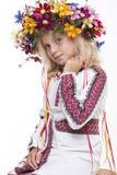 Härlig flicka i ukrainska etniska kläder Royaltyfri Foto