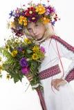 Härlig flicka i ukrainska etniska kläder Arkivbild