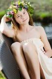 Härlig flicka med blommakransen Royaltyfri Bild