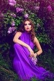 Härlig flicka med blommor Royaltyfri Fotografi