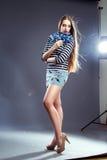 Härlig flicka med dagstidningsmink Royaltyfria Bilder