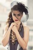 Härlig flicka med den gulliga hatten Arkivfoto