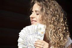 Härlig flicka med dollar Royaltyfri Bild