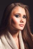 Härlig flicka med en ljus läppstift Royaltyfri Foto