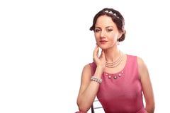 Härlig flicka med ett halsband Fotografering för Bildbyråer