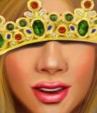 Härlig flicka med ganska hår i kronan av en prinsessa med diamantsafir och rubiner Royaltyfri Foto