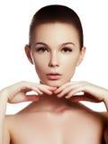 Härlig flicka med härligt makeup-, ungdom- och hudomsorgbegrepp arkivfoto