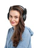 Härlig flicka med hörlurar Royaltyfria Bilder