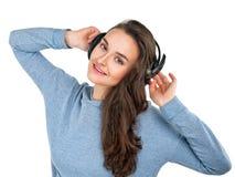 Härlig flicka med hörlurar Royaltyfri Foto