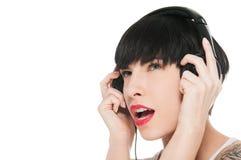 Härlig flicka med hörlurar som isoleras på vit Fotografering för Bildbyråer
