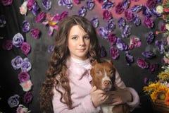 Härlig flicka med hunden Fotografering för Bildbyråer