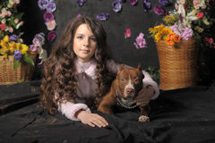 Härlig flicka med hunden Royaltyfri Foto