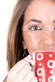 Härlig flicka med koppen kaffe och ånga fotografering för bildbyråer