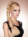 Härlig flicka med långt sunt hår Fotografering för Bildbyråer