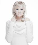 Härlig flicka med perfekt hud, blont hår Arkivbilder