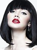 Härlig flicka med perfekt hud, röd läppstift Royaltyfri Foto