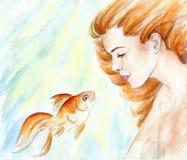 Härlig flicka med rött hår och guldfisken i vatten. Vattenfärg Arkivfoton