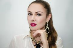 Härlig flicka med rosa läppstift Fotografering för Bildbyråer