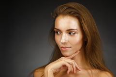 Härlig flicka med skinande hud Royaltyfri Foto