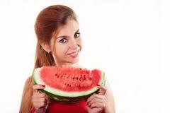 Härlig flicka med vattenmelon i studio Isolerat på vit Hor Arkivfoton